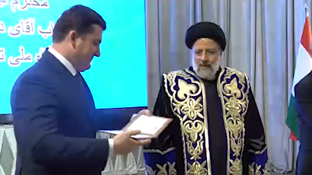 Ebrahim Raissi reçoit son doctorat honorifique au Tadjikistan
