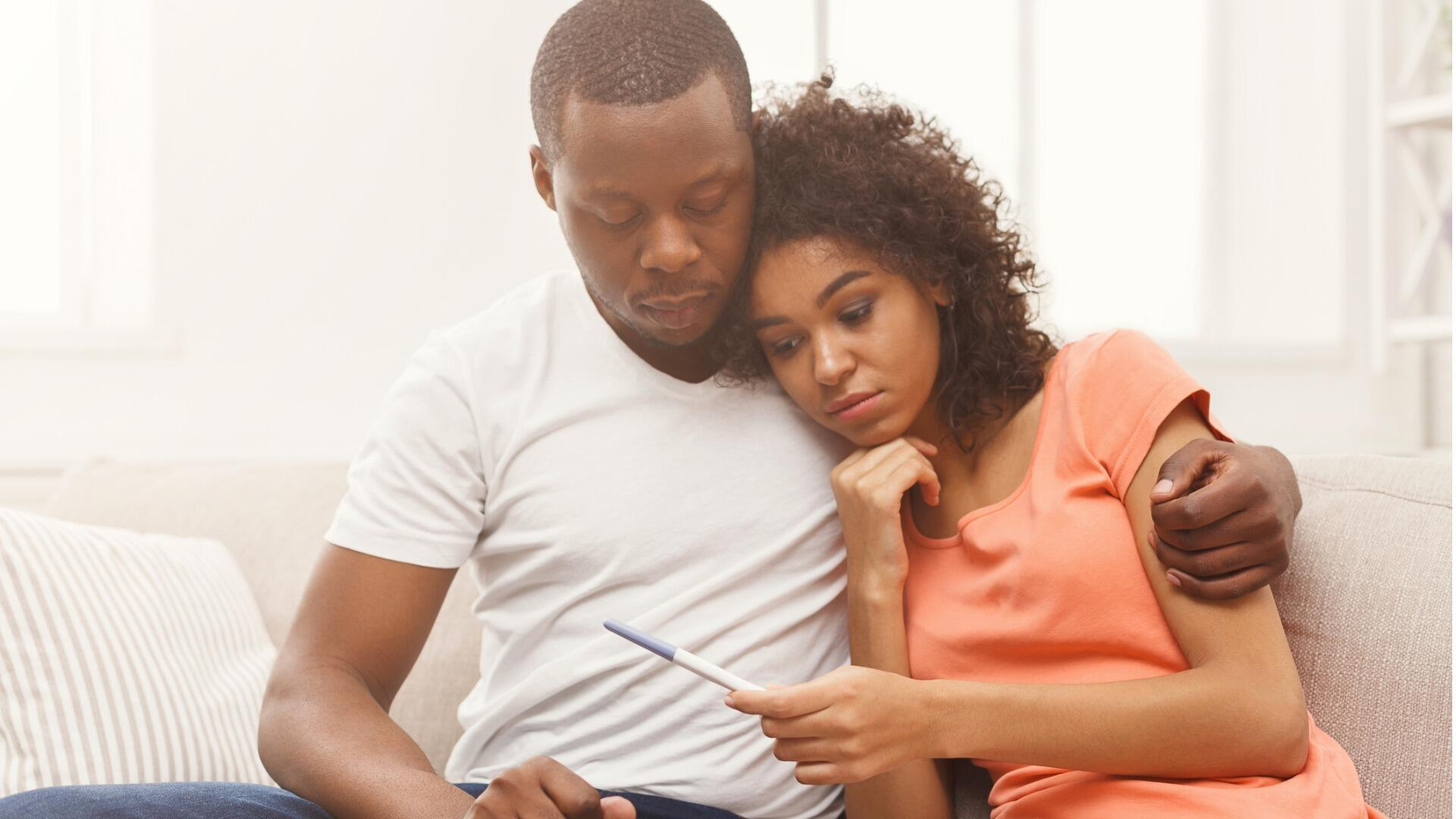 illustration infertilité test de grossesse enceinte couple