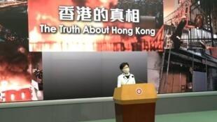林鄭月娥在只有黑衣人武力但沒有警暴的「香港的真相」前見記者,2020年5月16日。
