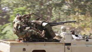 Força Multinacional Centroafricana (Fomac) patrulha região a 75 km da área norte de Bangui, nesta quarta-feira, para impedir um ataque dos rebeldes do Seleka.