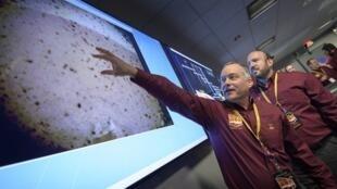 """2018年11月26日美国国家航空航天局(NASA)发射的火星探测器""""洞察号""""(InSight)成功着陆。"""