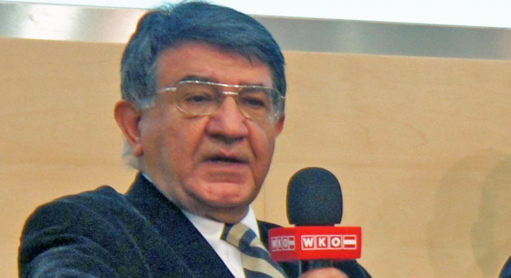 مسعود مصاحب، دبیرکل انجمن اتریش و ایران، در نشستی در وین