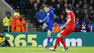 Jamie Vardy scores the first goal for Leicester City against Liverpool on Tuesday.