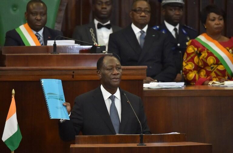 Le président ivoirien Alassane Ouattara a présenté le projet de nouvelle Constitution à l'Assemblée nationale, le 5 octobre 2016 à Abidjan.