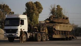 Blindados israelenses na fronteira com a Faixa de Gaza.