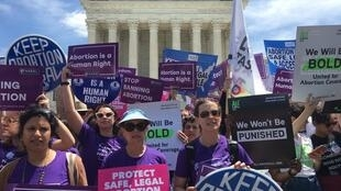 Manifestação pelo direito ao aborto diante da Corte Suprema dos Estados Undios, em Washington, no dia 21 de maio de 2019.