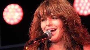 La chanteuse canadienne Lisa Leblanc en concert à Lorient en 2012.