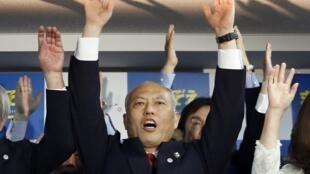Candidato apoiado pelo governo japonês, Yoichi Masuzoe venceu a eleição para governador de Tóquio neste domingo,.