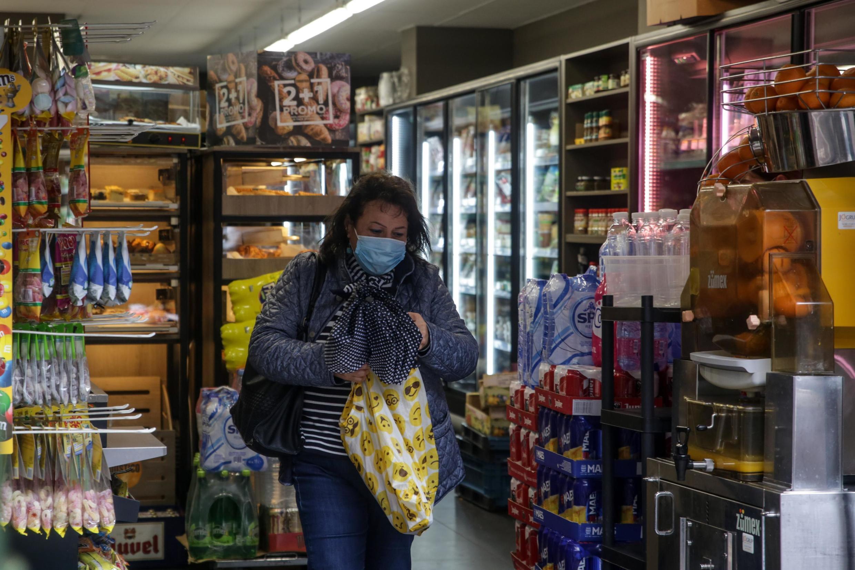 Desde o sábado (11), o porte de máscaras se tronou obrigatório em quase todos os locais públicos belgas.