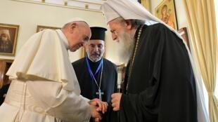 O papa  Francisco durante o seu encontro em Sofia com o Patriarca Neophyte da Igreja Ortodoxa da Bulgária.5 de Maio de 2019