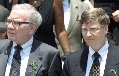 Nhà tỷ phú Warren Buffet và Bill Gates đã thuyết phục được gần 40 nhà tỷ phú Mỹ khác  cam kết cống hiến đến 50 % tài sản cho các công tác từ thiện.