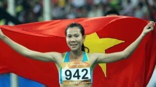 Trương Thanh Hằng, giành  huy chương bạc lịch sử ở cự ly 1500 mét  tại Đại hội thể thao châu Á ASIAD 16 - 2010