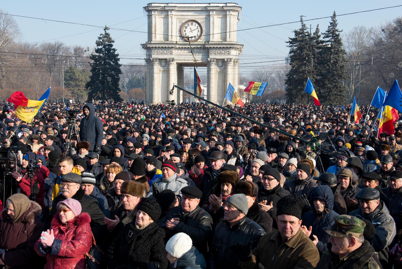 По оценкам правоохранительных органов, 10 тысяч протестующих собрались на центральной площади Кишинева 21 января 2016 года, после утверждения кандидатуры Павла Филипа на пост премьер-министра Молдовы..