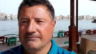 """Derradeira """"selfie"""" de Alain Goma antes de ser capturado pelos rebeldes Hutis em Junho no porto de Hodeida."""