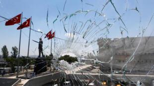 Turquia: detenções e julgamentos na limpeza de Erdogan.