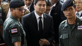 Theo tòa án Bangkok, chỉ có Tòa án Tối cao mới có đủ thẩm quyền xét xử cựu Thủ tướng Abhisit Vejjajiva - REUTERS