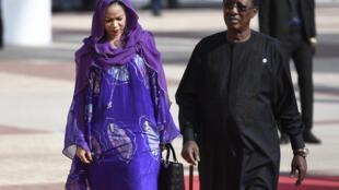 Le président tchadien Idriss Déby et sa compagne Inda, en 2017 à Bamako, au Mali.