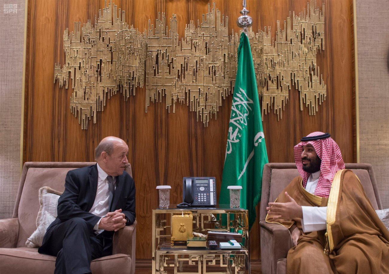 France's Foreign Minister Jean-Yves Le Drian (L) with Saudi Crown Prince Mohammed bin Salman in Riyadh on Wednesday