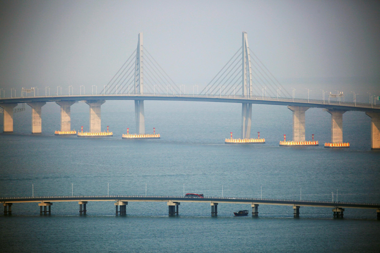 资料图片:珠港澳大桥2018年10月24日首日通车。