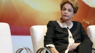 Tổng thống Brazil, D.Rousseff trong tâm bão.