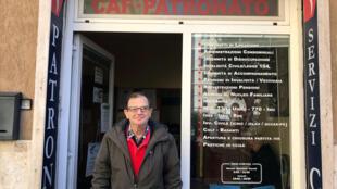 Giuseppe Calafiore, un chômeur, venu faire une demande pour le nouveau revenu de citoyenneté, dans un centre d'assistance à Rome, le 6 mars 2019 (image d'illustration).
