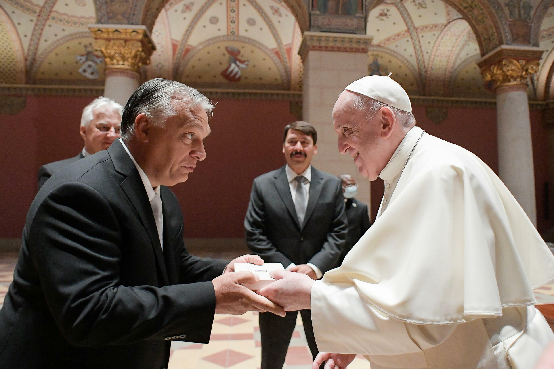 2021-09-12T083242Z_1559158110_RC26OP9V7Q4T_RTRMADP_3_POPE-EUROPE-HUNGARY
