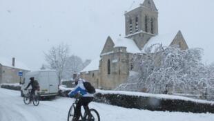 法国气象局发布风雪天   29日晚和30日,43个省份被划为风雪、霜冻橙色预警区