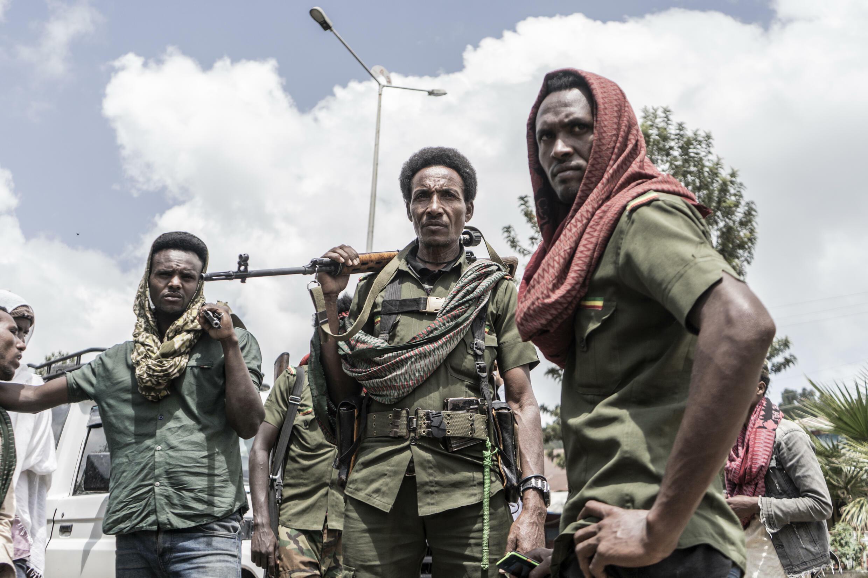 Milicianos amhara hacen guardia en la ciudad etíope de Dabat, en el norte del país, el 14 de septiembre de 2021