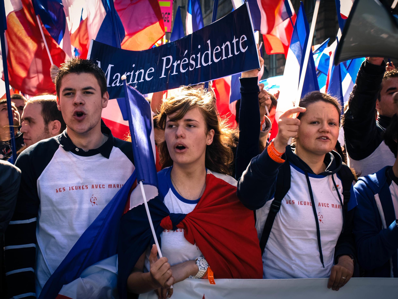 Молодежная колонна на митинге Марин Ле Пен, 1 мая 2012