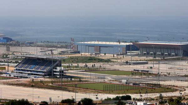 Le complexe olympique sportif sur le site de l'ancien aéroport d'Athènes, le 3 aot 2006.