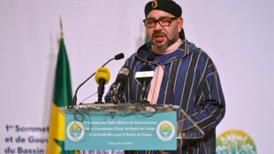 Le roi du Maroc Mohammed VI, lors du sommet de l'initiative du Fonds bleu du Bassin du Congo, le 29 avril 2018 à Brazzaville. Deux milliards de francs CFA vont être investis par le Maroc pour faire revivre le port de Yoro, au Congo-Brazzaville.