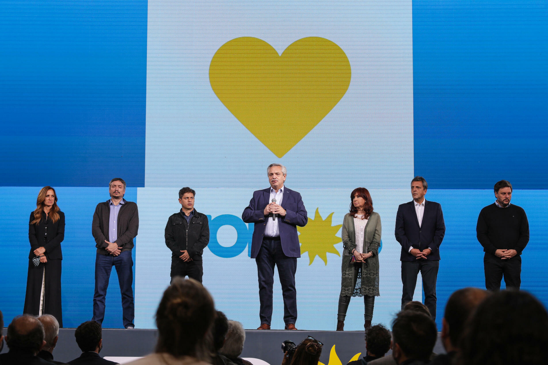 Presidente Alberto Fernández (centro) admite derrota e promete reagir Foto Presidencia Argentina