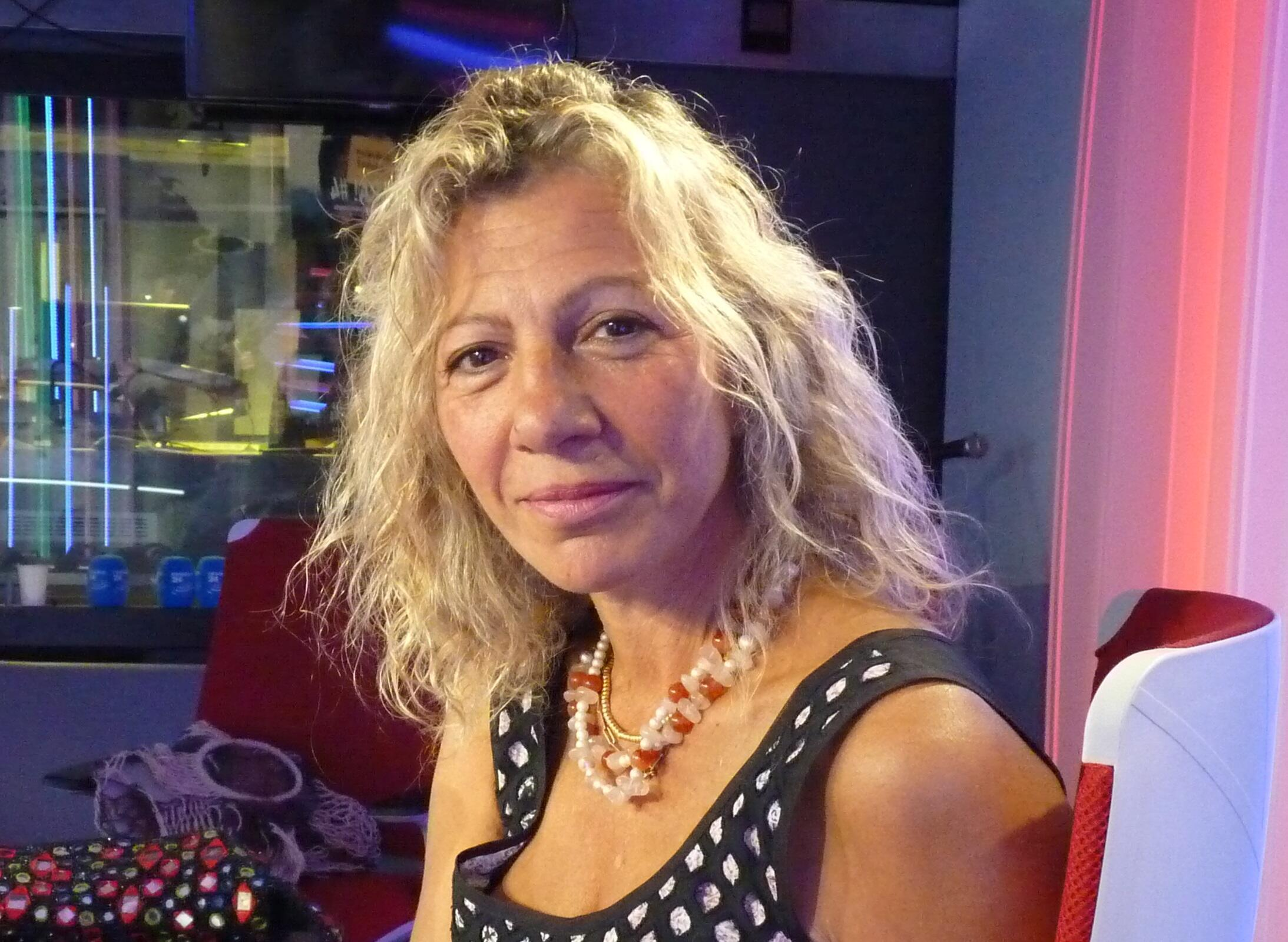 Julieta Hanono en los estudios de RFI