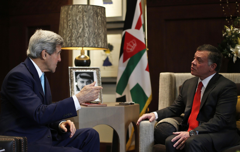 Le roi jordanien Abdallah II et le secrétaire d'Etat John Kerry au Palais royal à Amman, le 13 novembre.