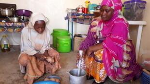 Wata mata mai suna Shafatou Soumeila da ta samu tallafi don buɗe sabon gidan abinci a Agadez dake Jamhuriyar Nijar.