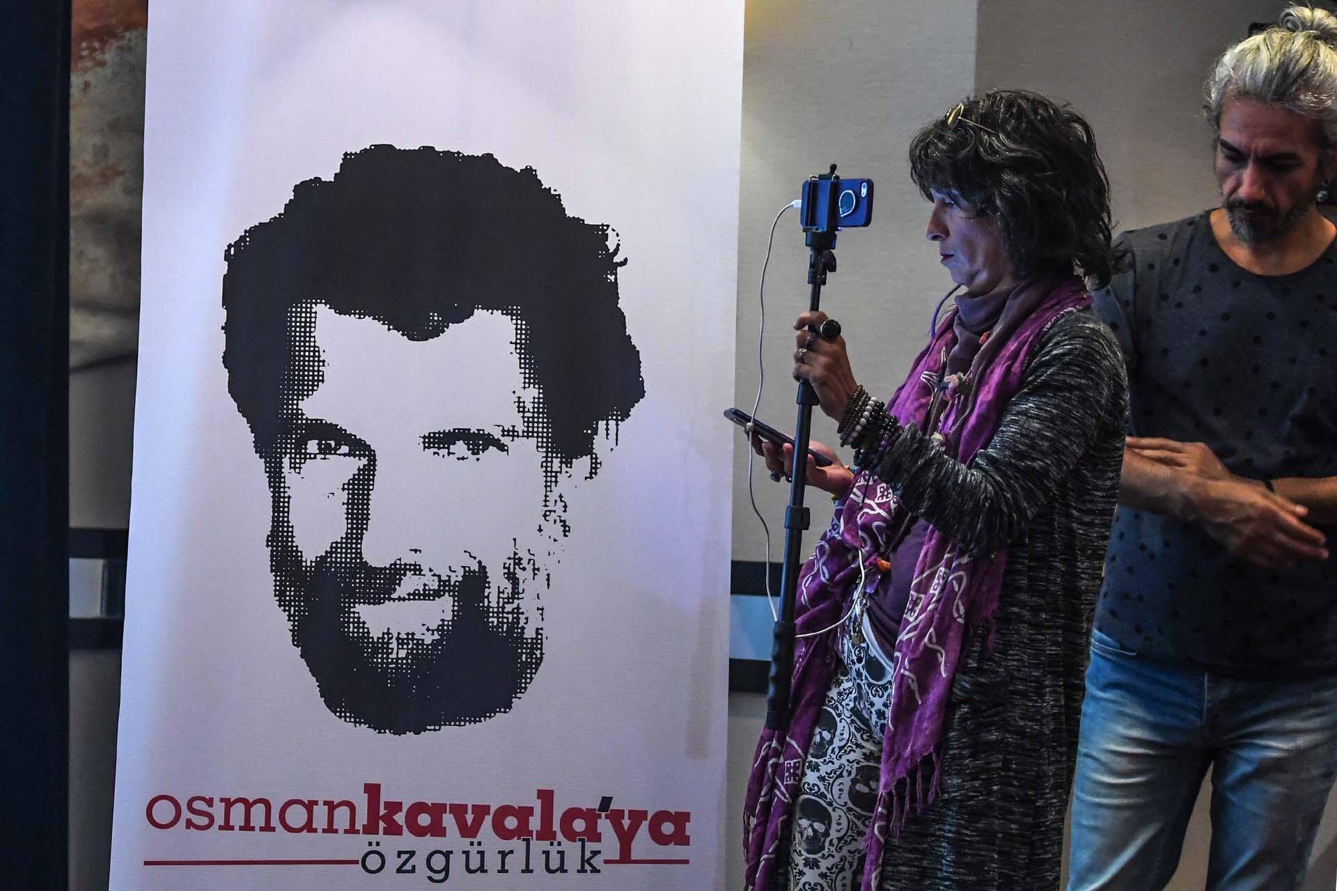 Задержания прошли врамках расследования поделу правозащитника Османа Кавалы, которого обвиняют ворганизации беспорядков и«намерении посеять хаос встране»