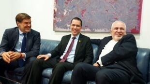 محمد جواد ظریف در کاراکاس، در کنار همتای ونزوئلایی خود