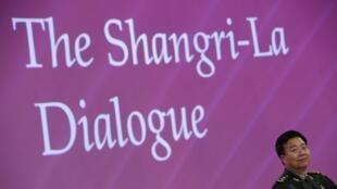 Bên lề Diễn đàn Shangri-La, tướng Nguyễn Chí Vịnh đã gặp tướng Vương Quan Trung của Trung Quốc để trao đổi về Biển Đông - REUTERS /Edgar Su
