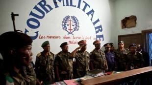 A la cour militaire, ouverture du procès de huit policiers accusés du meurtre de Floribert Chebeya, à Kinshasa le 12 novembre 2010.