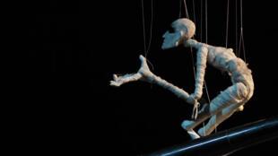 L'un des visuels du spectacle «Hôtel de Rive» qui se joue au Mouffetard - Théâtre des arts de la marionnette, à Paris.