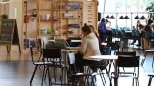 A l'Université d'Utrecht, aux Pays-Bas, rien ne se perd. Tout est gratuit dans la boutique solidaire, pour le plus grand bonheur des étudiants.