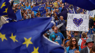 Londrinos pedem a realização de um novo referendo sobre a saída da União Europeia.