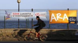 Carteles electorales  en Vilassar de Mar, cerca de Barcelona, 21 de mayo de 2015.