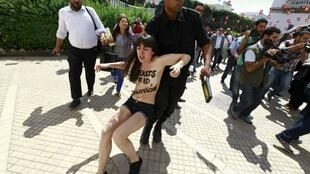 Tunisian police arrrest the topless Femen activists on 29 May