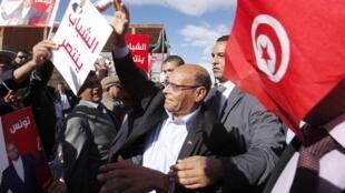 El saliente presidente Moncef Marzuki, en uno de sus últimos meeting antes de las elecciones de este domingo.