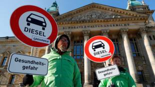 Các nhà hoạt động của Greenpeace biểu tình tại Leipzig ngày 27/02/2018 đòi cấm xe diesel.