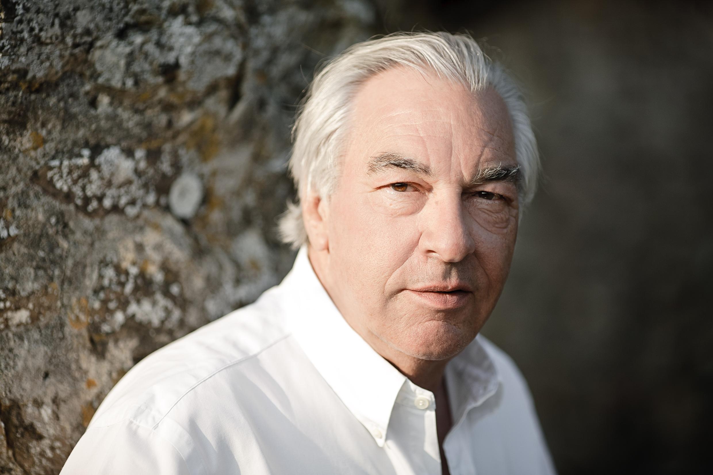 Portrait de l'écrivain Didier Decoin, à l'occasion de la sortie de son nouveau roman «Le bureau des jardins et des étangs», paru aux éditions Stock.