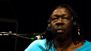 Geoffrey Oryema in RFI studio 136