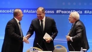سرگئی لاوروف، غرب را متهم به حمایت از گروههای تروریستی در سوریه کرد