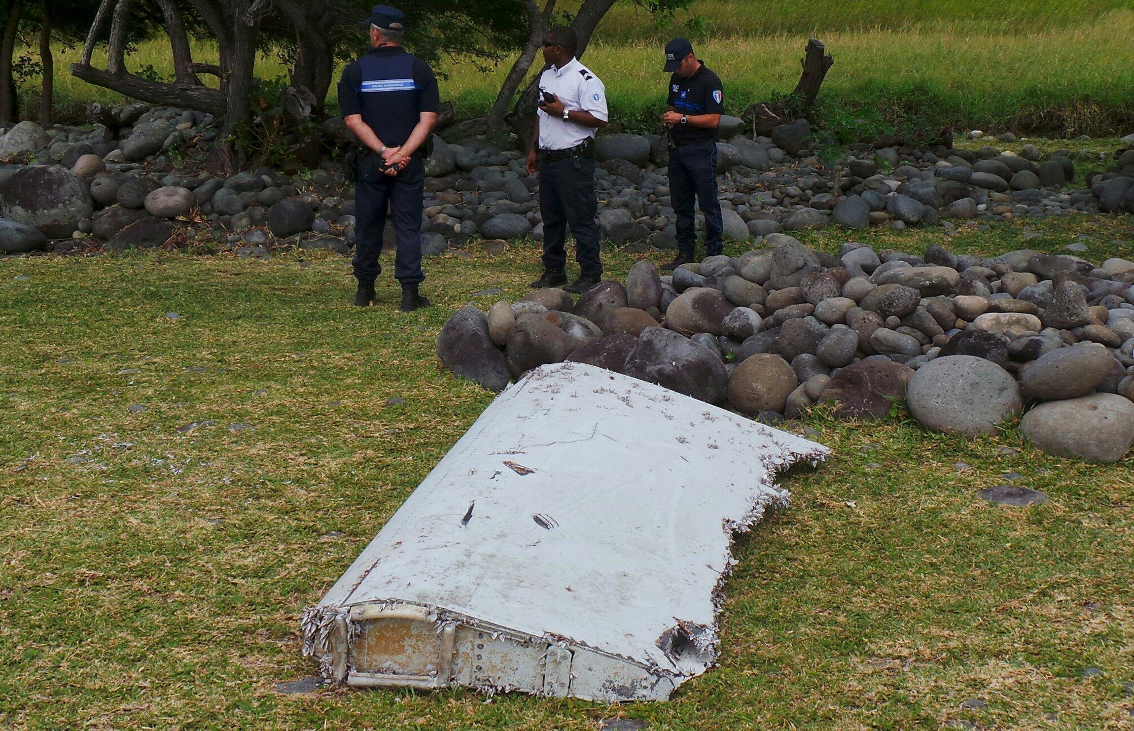 Обломок самолета, найденный на побережье острова Реюньон, 29 июля 2015.